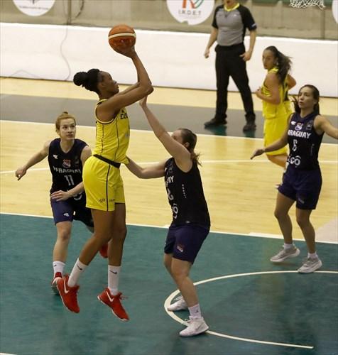 6 Marta Peralta (PAR), 12 Andrea Gomez (PAR), 15 Narlyn Mosquera (COL)