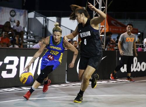 2 Micaela Cocks (NZL), 22 Karla Costa (BRA)