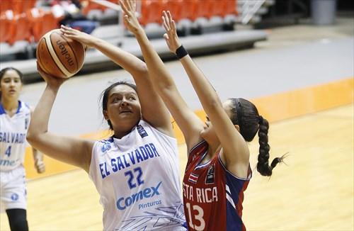 13 Ariana Mora (CRC), 22 Marcela Tejada (ESA)