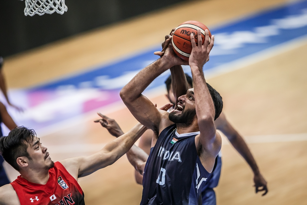 Amritpal Singh goes up against the Japan defense (Image Credits- FIBA Asia)