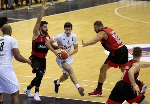 5 Andre Dos Santos (BAU)