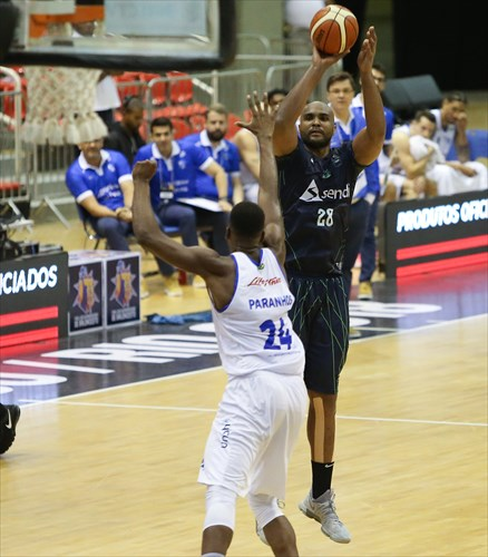 28 Lucas Fernandes (BAU)