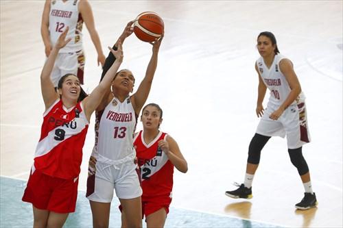 12 Veronica Cosmopolis (PER), 9 Romina Mansilla (PER), 13 Marielka Garate (VEN)