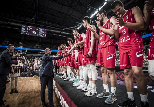 FIBA Europe President Turgay Demirel presents Serbia with the gold medals