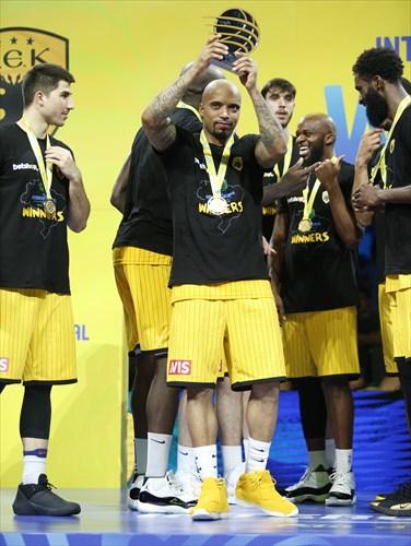 25 Jordan Theodore (AEK), Gold Medal Award Ceremony