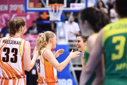 7 Alba Torrens, 13 Elena Beglova | Photo: Viktor Rebay
