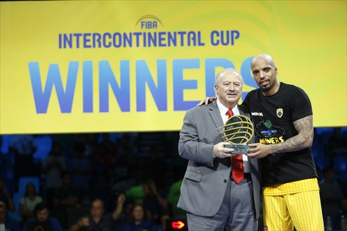 25 Jordan Theodore (AEK) MVP , Gold Medal Award Ceremony, Horacio Muratore