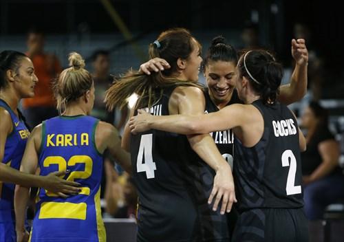 12 Penina Jasmine Davidson (NZL), 4 Kalani Purcell (NZL), 10 Chevannah Paalvast (NZL), 2 Micaela Cocks (NZL), 22 Karla Costa (BRA)