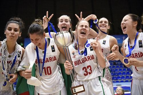 10 Gergana Ivanova (BUL), 33 Karina Konstantinova (BUL)