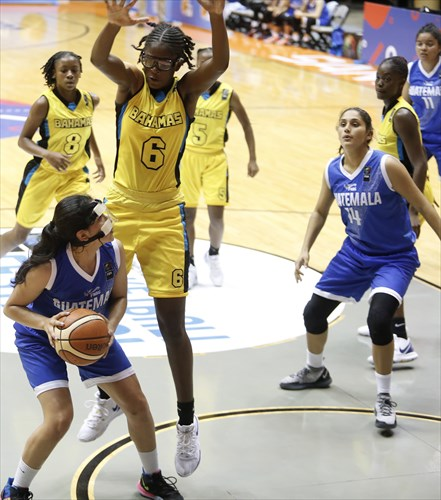 2 Natalie Larrañaga (GUA), 6 Rhema Collins (BAH)