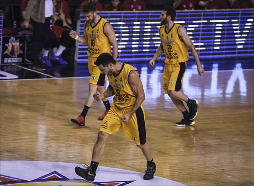 10 Juan Cangelosi (LIB)