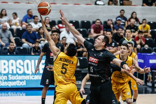 15 Lucas Cipolini (FCA), 5 Augusto Alonso (LIB)