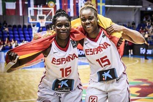 16 Maria Dolores Pendande Mendes (ESP), 15 Iris Junio Mbulito (ESP), ESP vs SRB