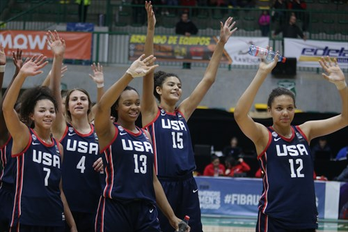 12 Timea Gardiner (USA), 15 Lauren Betts (USA), 13 Aaliyah Moore (USA), 4 Saylor Poffenbarger (USA), 7 Kira Rice (USA)