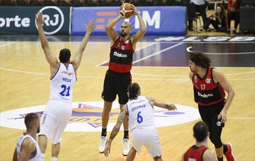 11 Marquinhos Sousa (FLA)