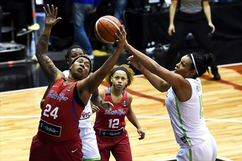 15 Kelly Santos (BRA), 24 Yolanda Jones (PUR)