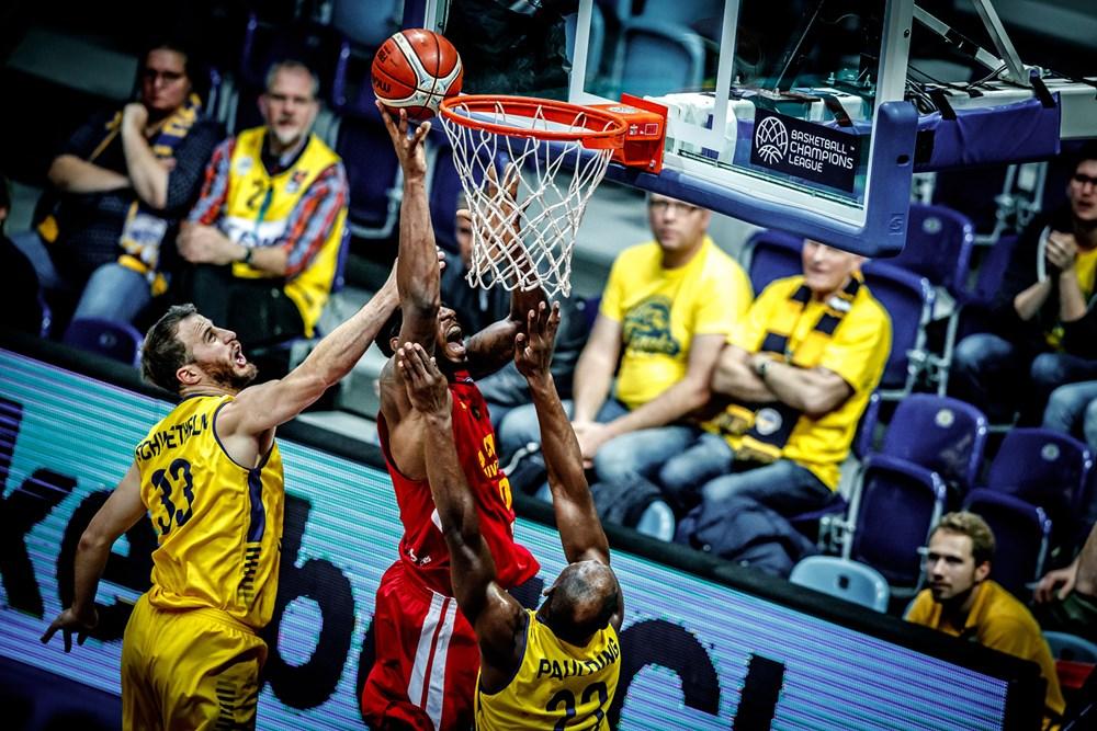 Schwethelm bleibt bei den EWE Baskets