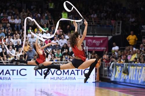 Cheerleaders   Photo: Viktor Rebay
