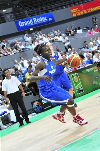 Esther NIAMKE (France)