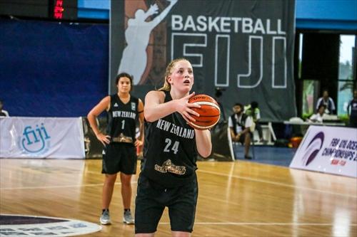 24 Charlotte Elizabeth Rose Whittaker (NZL)