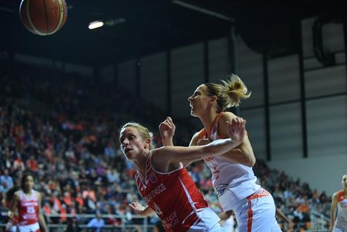 4 Megan Marie MAHONEY (ESBVA-LM); 5 Paoline SALAGNAC (Bourges Basket)