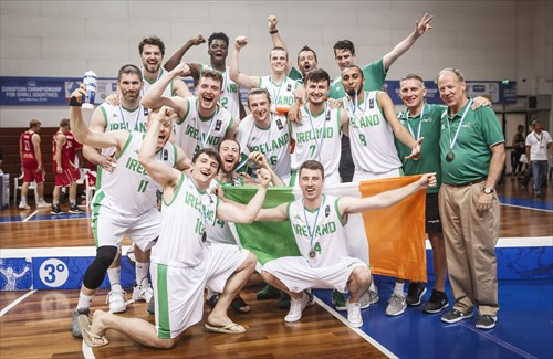 Bronze medalists Ireland