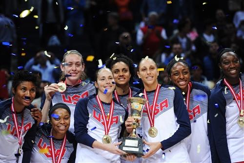 Team USA; 6 Sue BIRD (USA); 12 Diana TAURASI (USA)