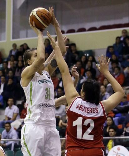 12 Catalina Abuyeres (CHI), 31 Nadia Colhado (BRA)