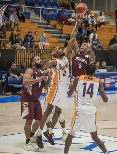 12 Laron Smith (ISV), 5 Gregory Vargas (VEN)