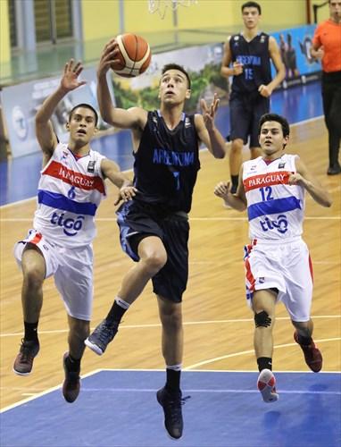 12 Sebastian Galarza (PAR), 6 Roberto Mercado (PAR), 7 Lucas Gallardo (ARG)