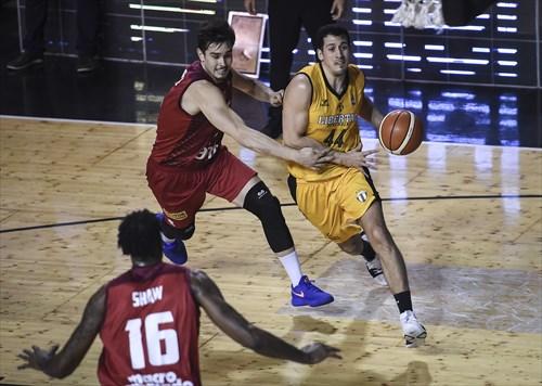 6 Rodrigo Brause (GOE), 44 Martin Cuello (LIB)