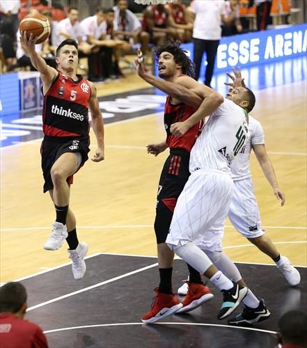 40 Marcos Ignacio (BAU), 17 Anderson Varejao (FLA), 5 Davi Rossetto (FLA)