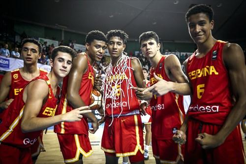 8 Owen Aquino Silva Brito (ESP), 16 Michael Caicedo Sanchez (ESP), 6 Pablo Tamba Villen (ESP)