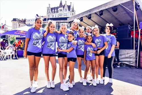 Young cheerleaders