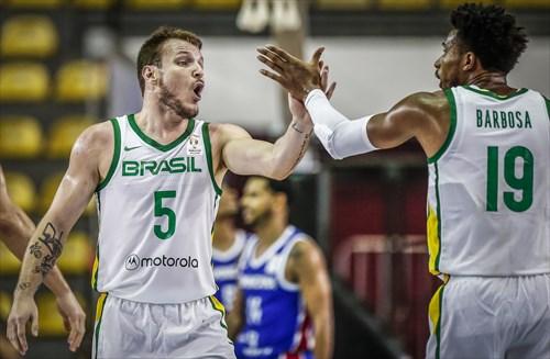 19 Leandrinho Barbosa (BRA), 5 Rafa Luz (BRA)