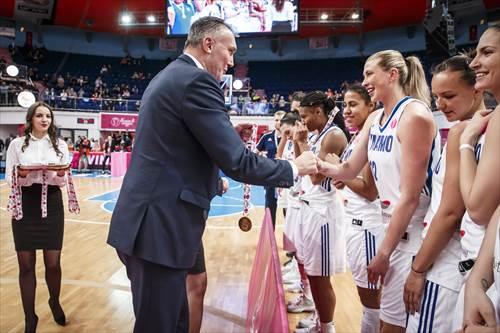 FIBA Executive Director Europe Kamil Novak presents Tatiana Vidmer with the champions' medal