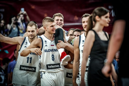 His teammates carry injured Luka Doncic onto the court for the medal presentation