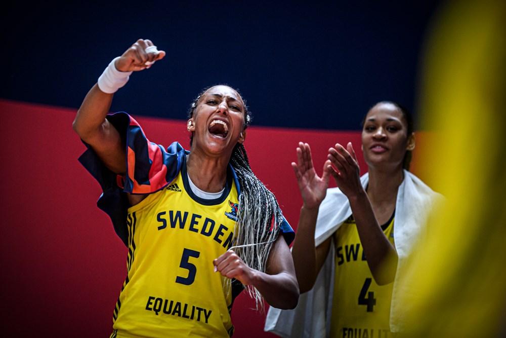 Kalis Loyd, Suecia, celebrando una canasta de su selección