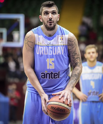 15 Esteban Batista (URU)
