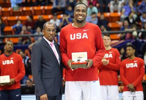13 Jameel Warney (USA) MVP, Usie Richars (President FIBA Americas)