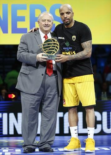 25 Jordan Theodore (AEK) MVP, Gold Medal Award Ceremony, Horacio Muratore