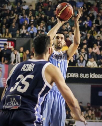 35 Roberto Acuña (ARG), 7 Mathias Calfani (URU)