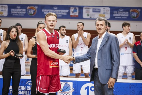 Roberto Berardi (Vice-President San Marino Basketball Federation) congratulates Harald Frey (NOR) on his All-Star Five nomination