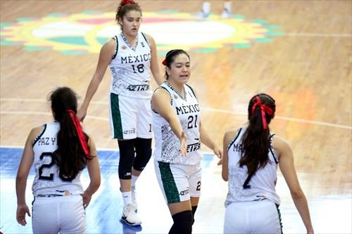 7 Karla Martinez (MEX), 21 Irais Aguilera (MEX)