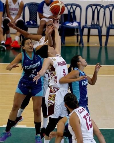17 Doris Lasso (ECU), 7 Erika Calderón (ECU), 9 Daniela Wallen (VEN)