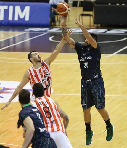 30 Enzo Ruiz (BAU)