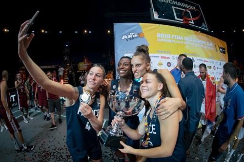 28 Mamignan Touré (FRA), 11 Ana Maria Filip (FRA), 5 Marie-eve Paget (FRA), 4 Jenny Fouasseau (FRA)