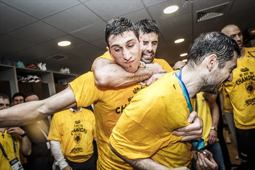 AEK players celebrating in the lockers room