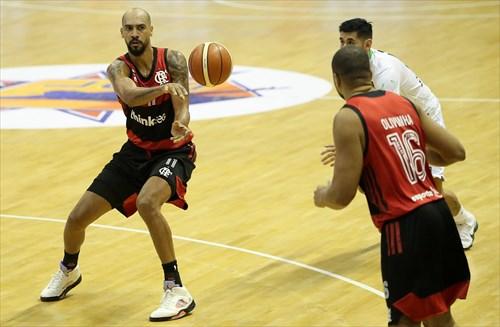 16 Carlos Olivinha (FLA), 11 Marquinhos Sousa (FLA)