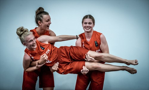 Women's U18 Division - Behind The Scenes Photoshoot Day